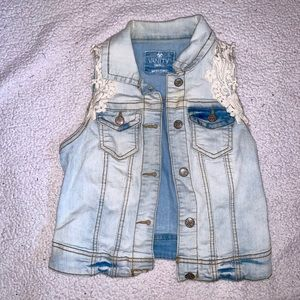 Jean jacket with lace detail